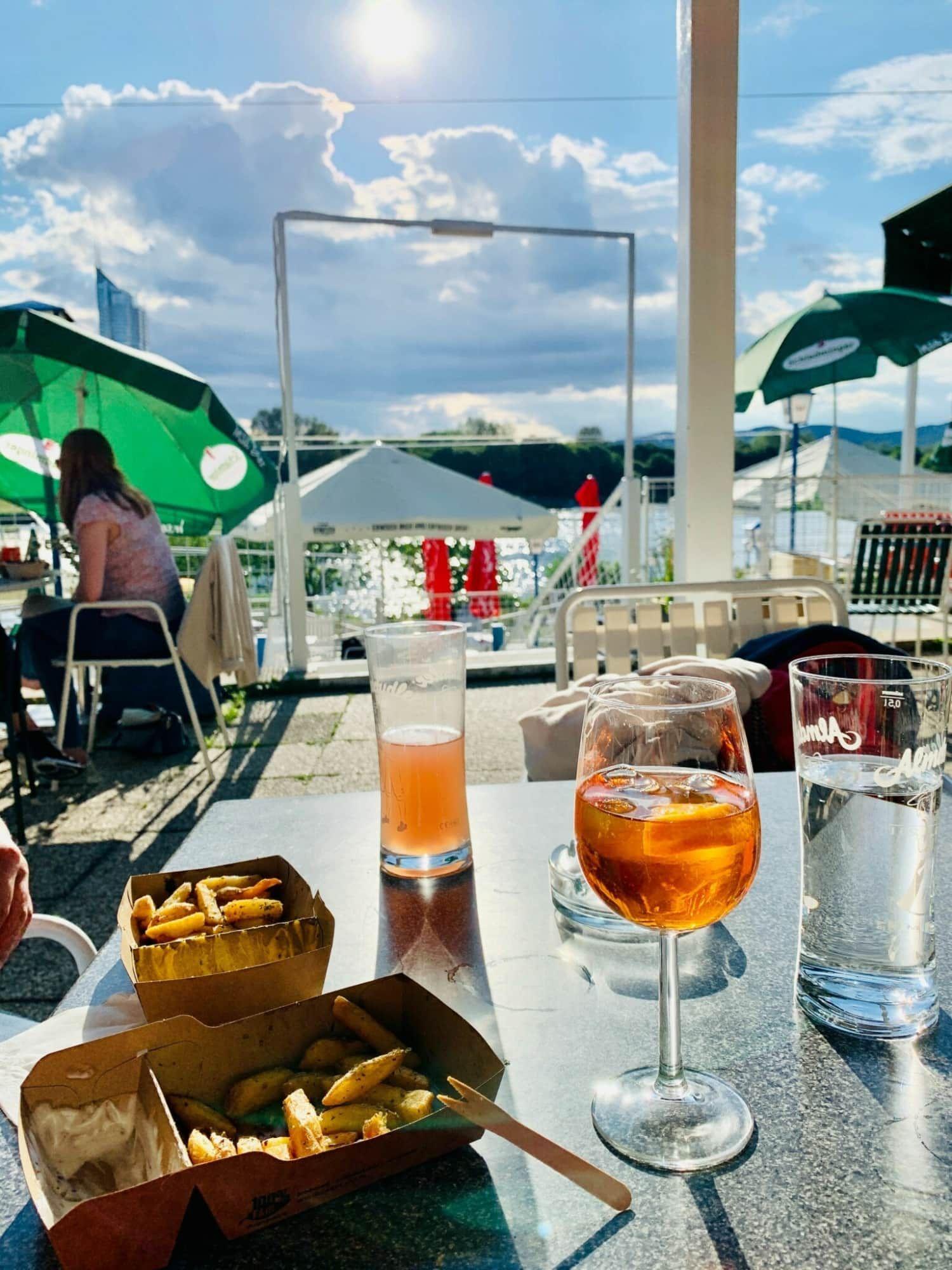 Drinks und Food an der Neuen Donau