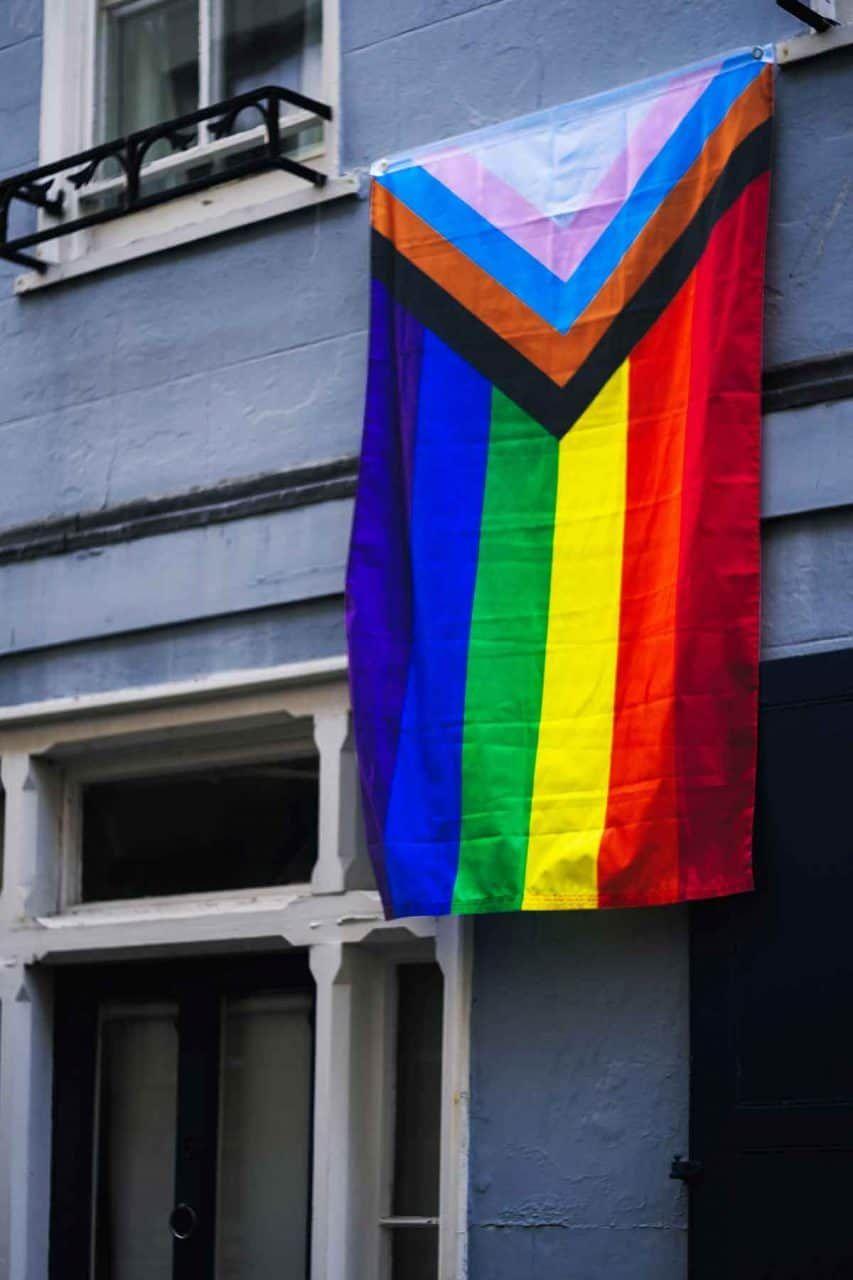 Regenbogenfahne, Flagge für queere People of Color, Transgender Flagge