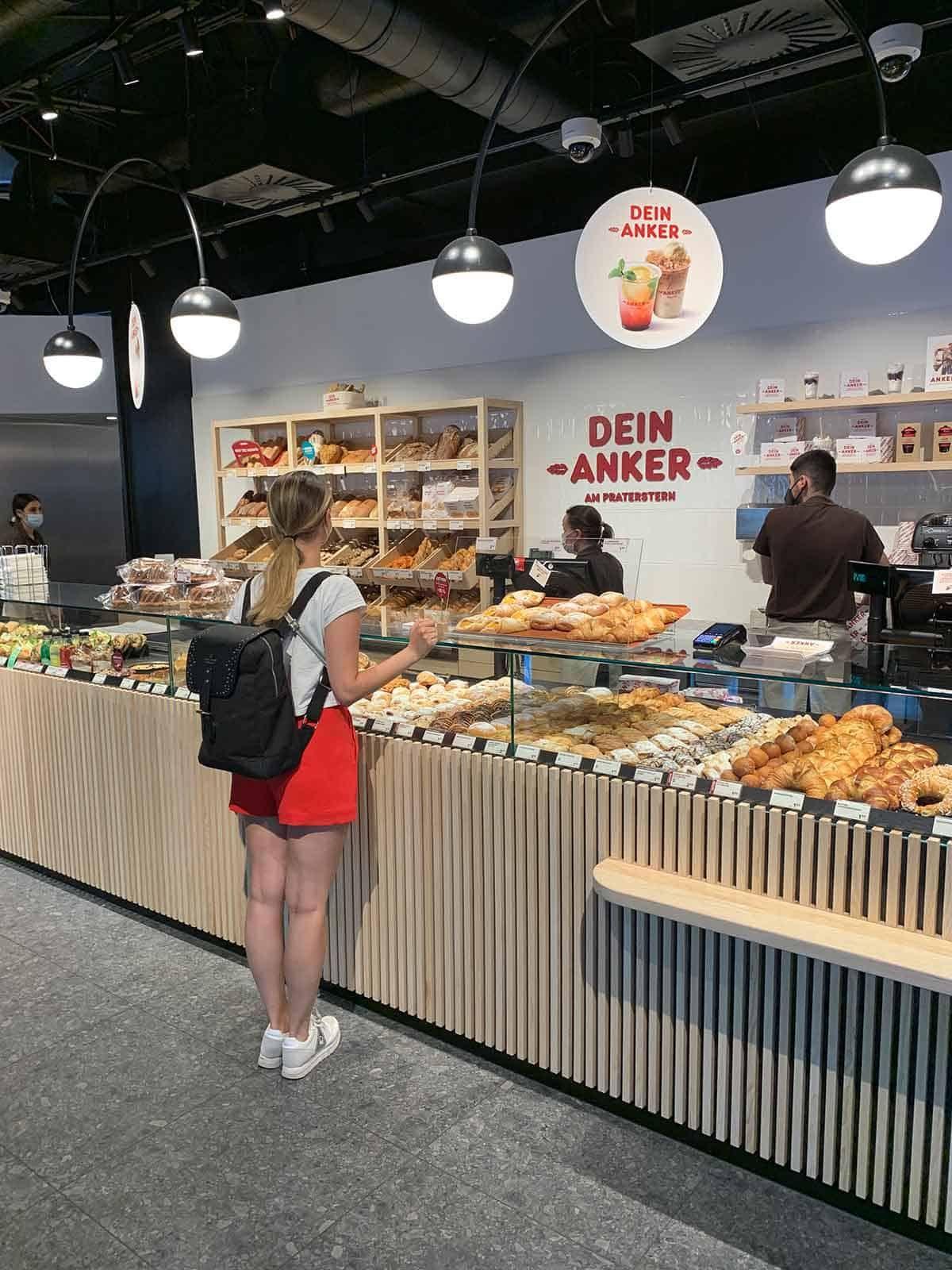 Snacks in der neuen ANKER-Filiale am Praterstern mitnehmen, Sponsored (c) Lisa Oberndorfer | 1000things