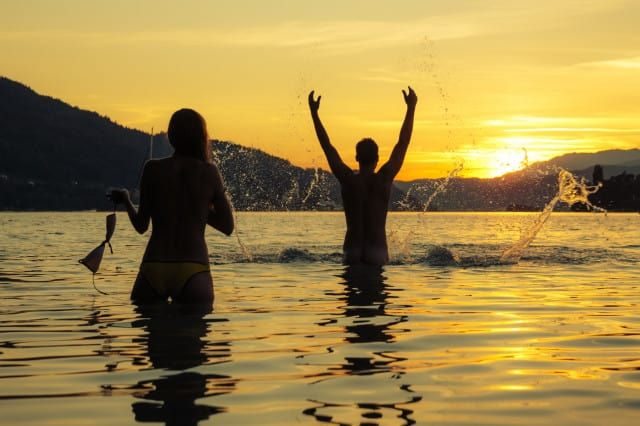 Kärnten See Sonnenuntergangsschwimmen