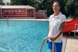 Badewärterin Birgit Fecht im Familienbad Herderpark in Wien-Simmering (c) Alissa Hacker | 1000things