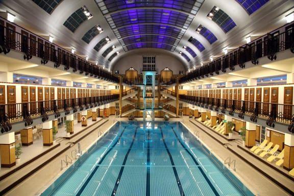Die Schwimmhalle des Amalienbads in Wien (c) Votava | PID