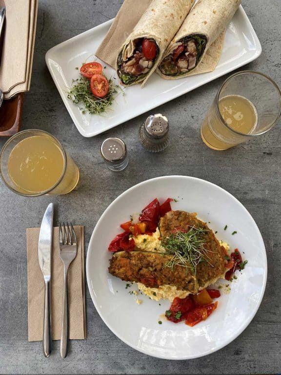Regionale und saisonale Speisen am Teller (c) Alice Bogni   1000things
