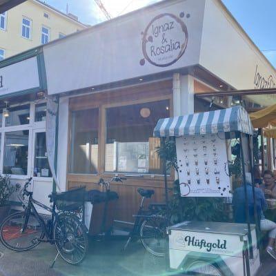 Die Fassade der Zuckerbäckerei Hüftgold