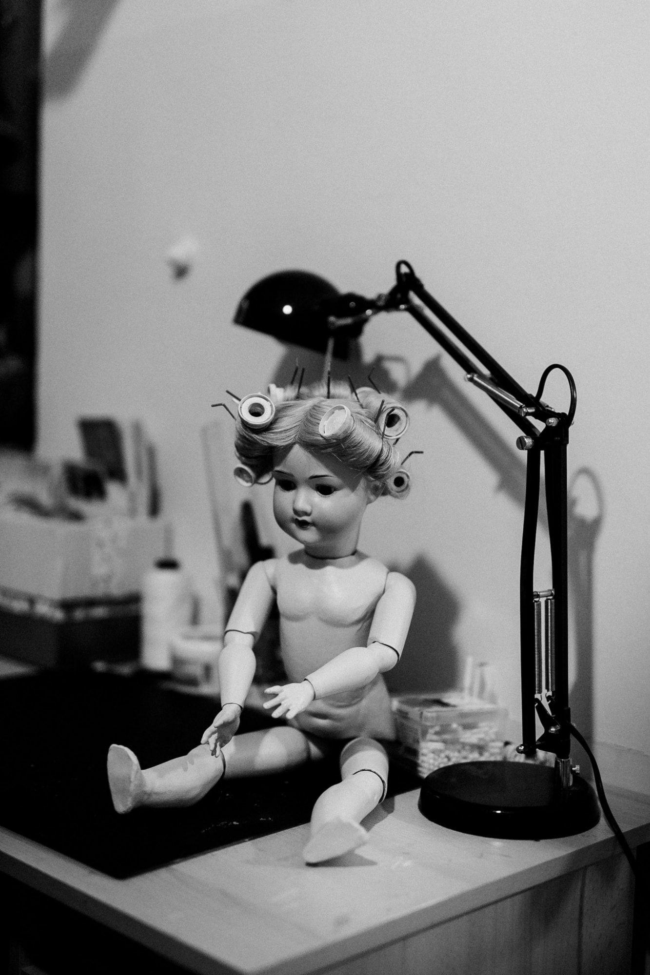 Puppendoktor Wien: Puppe mit Lockenwicklern