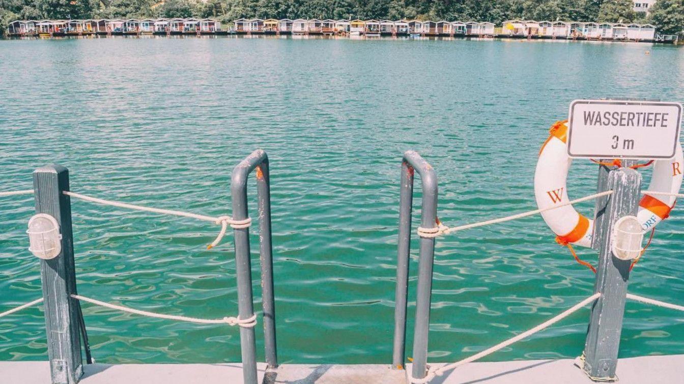 Steg am Wasser