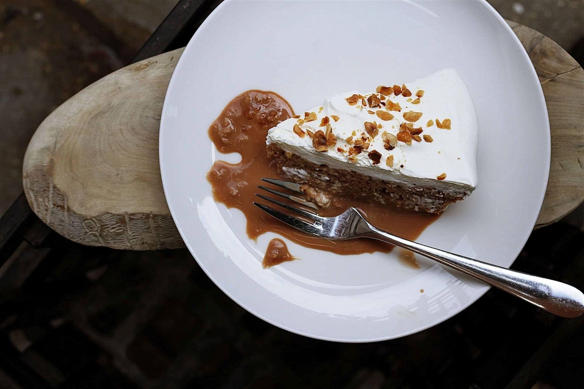 toa heftiba cake unsplash