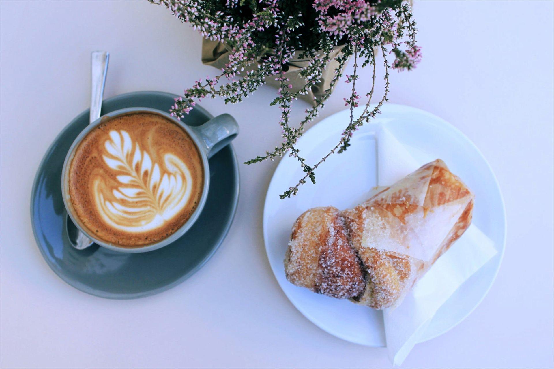 Kaffee und Cruffin