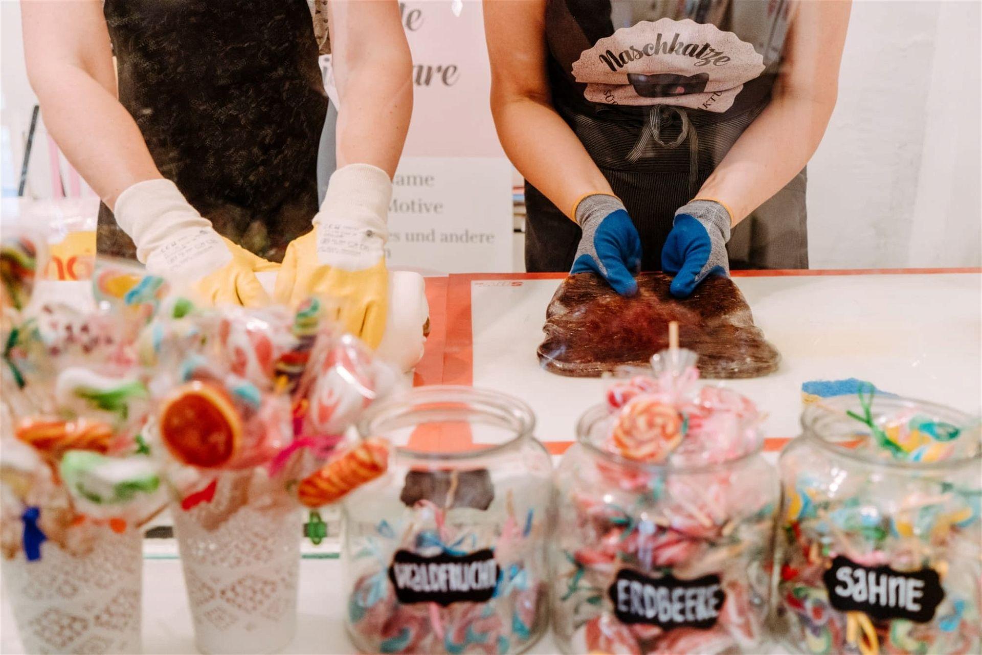 Selbst Zuckerl herstellen in der Süßwarenmanufaktur Naschkatze in Linz - (c) Ines Futterknecht