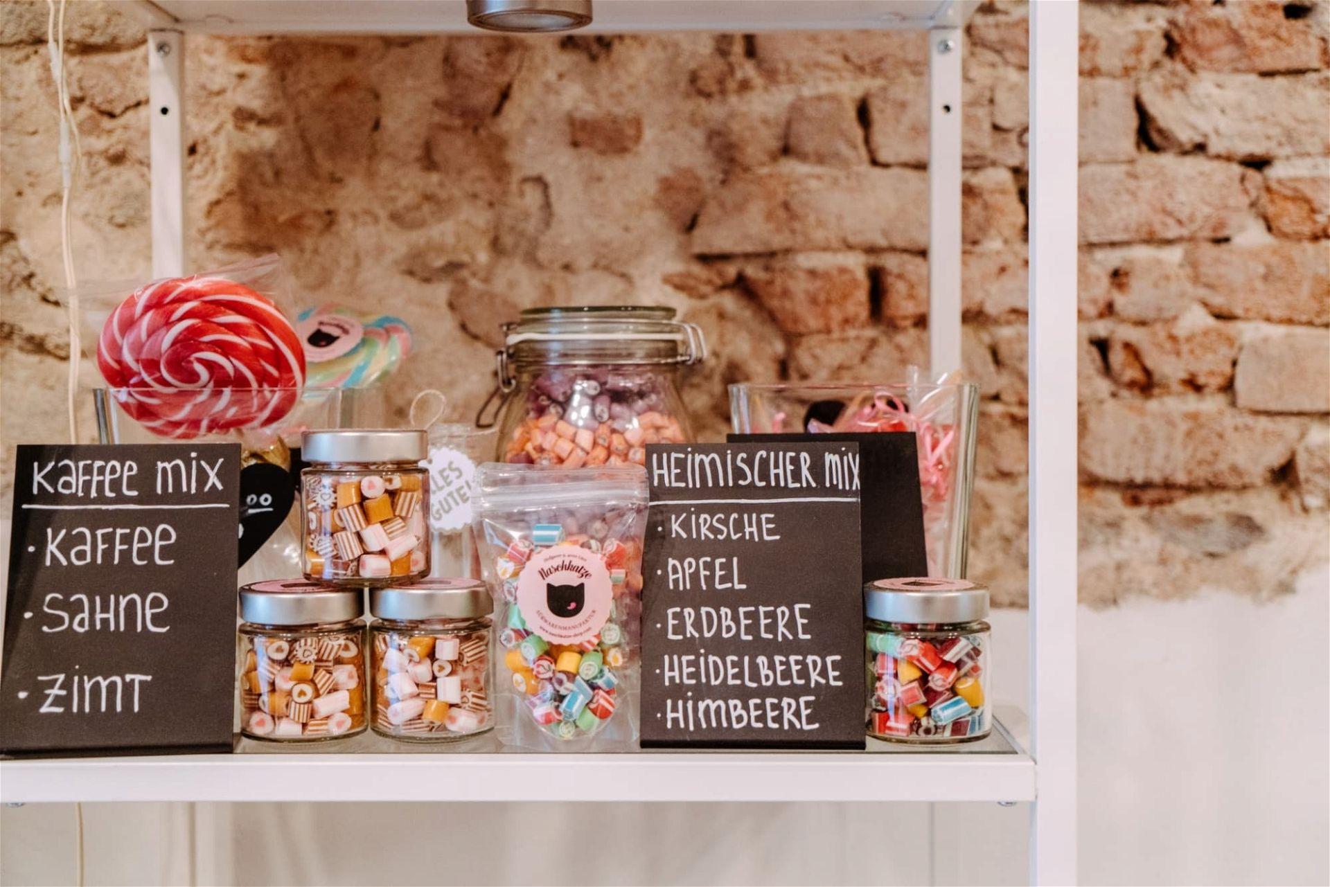 Zuckerl-Sorten in der Süßwarenmanufaktur Naschkatze in Linz - (c) Ines Futterknecht