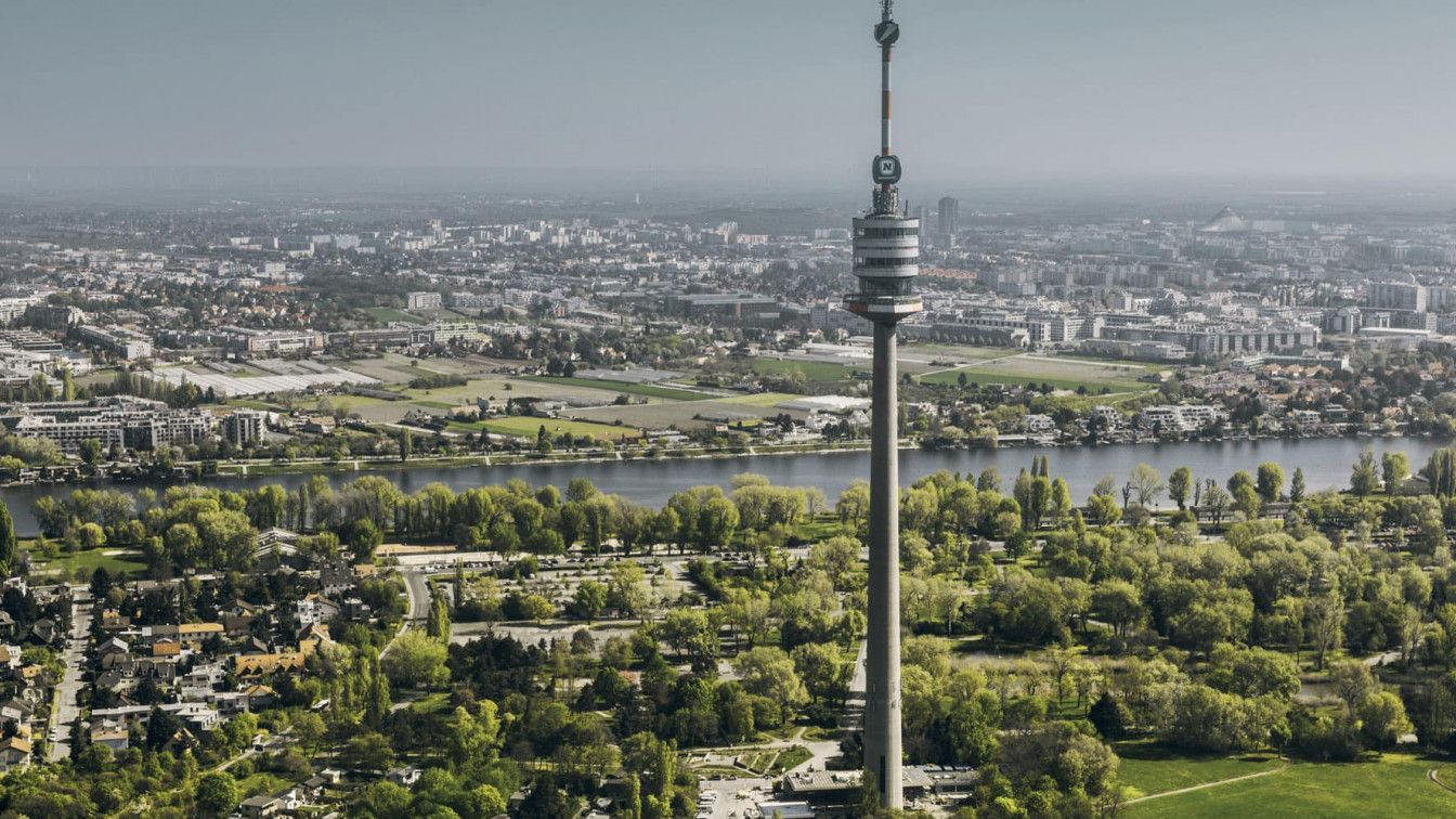 (c) Donauturm