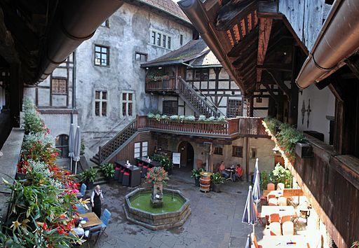 Feldkirch_(Vorarlberg)_-_Schattenburg,_Innenhof_(01-2)