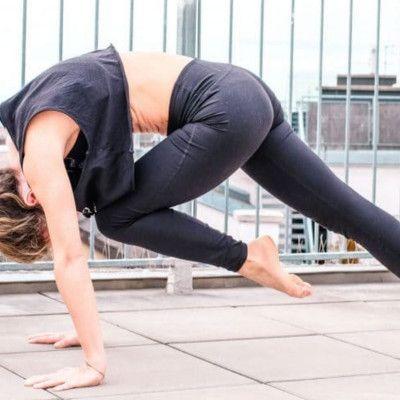 Rooftop Yoga Wien: Yoga and Juliet