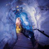 eisgrotte am stubaier gletscher