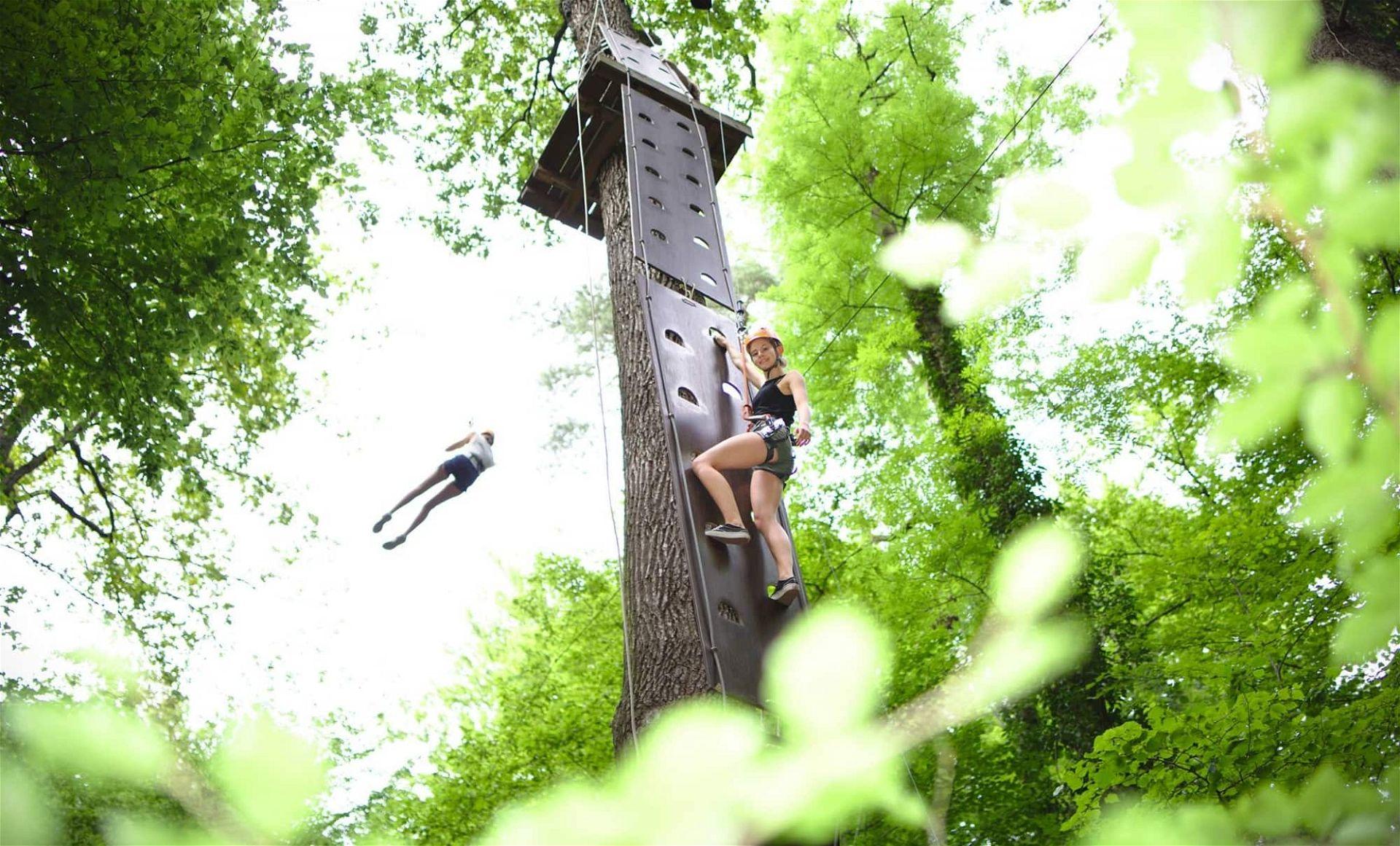 Insgesamt 90 Hindernisse warten im WIKI Adventure Park in Graz auf dich - (c) WIKI Adventure Park, Jakob Glasner